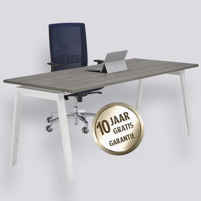 Bureau schoor simpel elegant en makkelijk