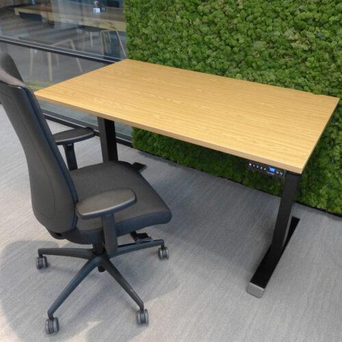 elektrisch instelbaar bureau met ergonomisch bureaustoel